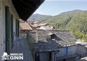 Casa antica, vista montagna, vista paese,ampi balconi.