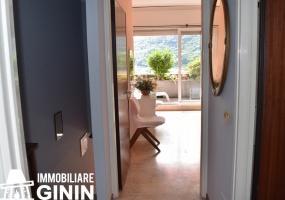 Soggiorno, cucina, ripostiglio e terrazzo, al piano superiore 2 camere, bagno e terrazzo, Cannobio
